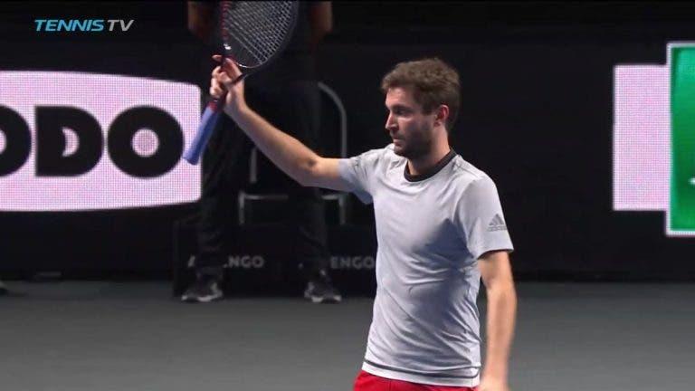 Treze anos e nove encontros depois, Simon bate finalmente amigo Gasquet a nível ATP