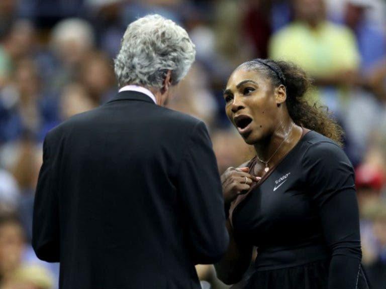 Serena Williams multada em 17 mil dólares por violação de três códigos na final do US Open