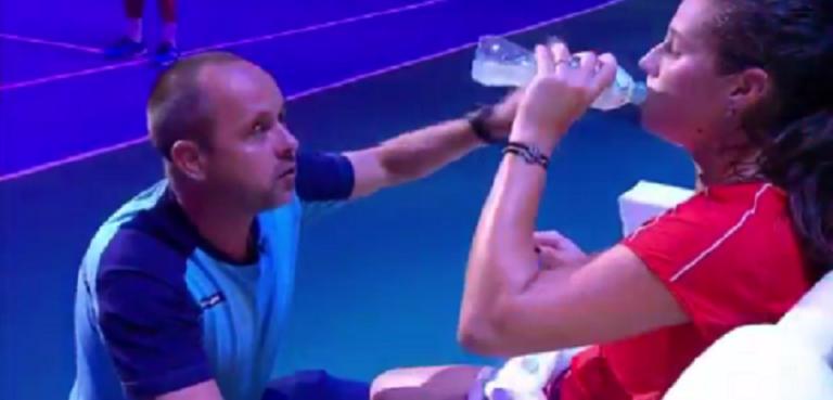[VÍDEO] O fabuloso on court coaching do treinador de Kasatkina que ajudou a virar o encontro