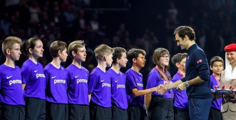 [VÍDEO] Federer emociona-se e fala em três línguas na cerimónia de Basileia