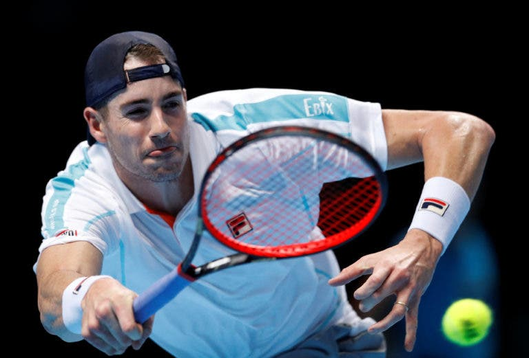 Isner resignado após derrota com Djokovic: «Levei um pontapé no rabo»