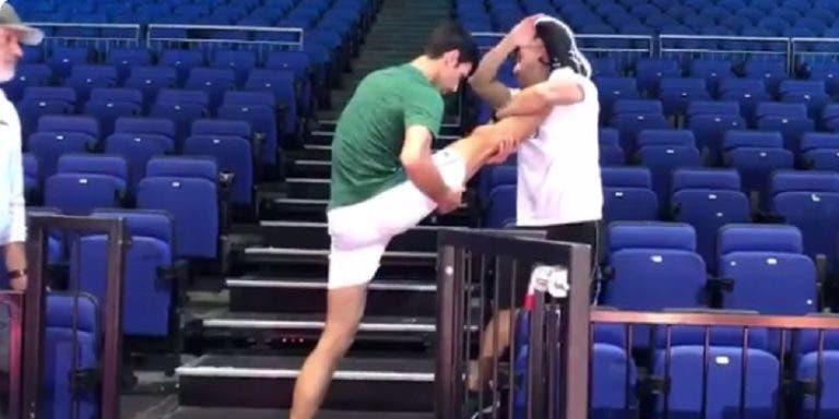 [VÍDEO] A impressionante flexibilidade de Novak Djokovic