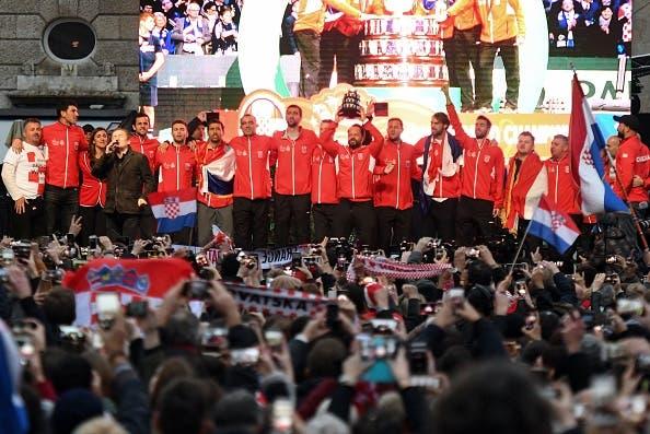 [FOTOS] Croatas foram recebidos em verdadeira euforia em Zagreb