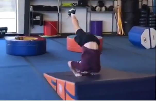 Saltos, pinos e cambalhotas: O infantil método de recuperação de Andy Murray