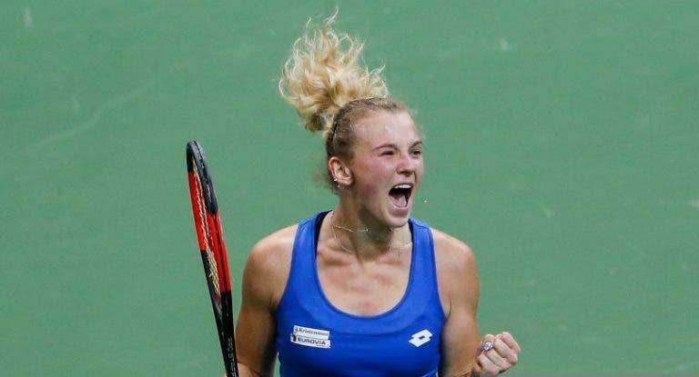 Inacreditável! Siniakova vence batalha épica de 3h45 e República Checa conquista a Fed Cup