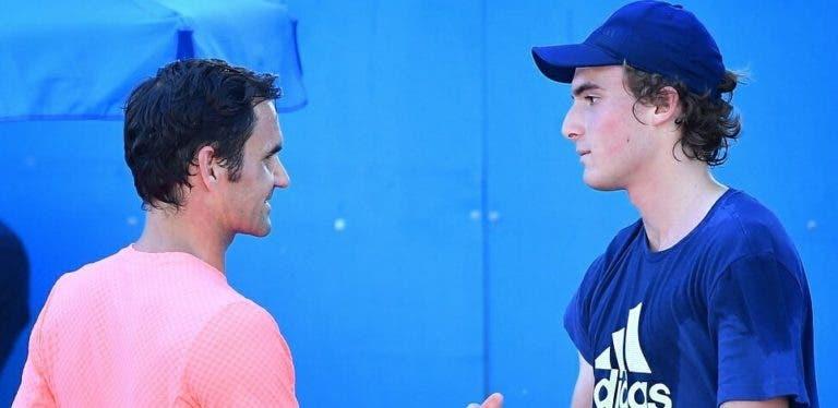 Tsitsipas: «Só de pensar na ideia de defrontar Federer começo logo a rir. Não sei como reagirei»