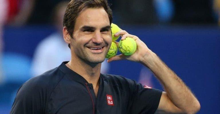 [VÍDEO] Federer trocou as voltas a Tsitsipas com ponto fabuloso no momento das decisões