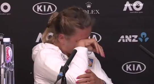[VÍDEO] Azarenka desfaz-se em lágrimas após perder em Melbourne