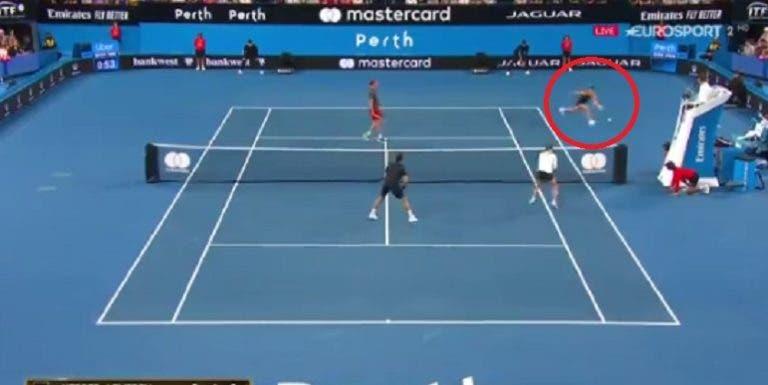 [VÍDEO] Kerber faz passing shot absurdo que deixou Federer de boca aberta