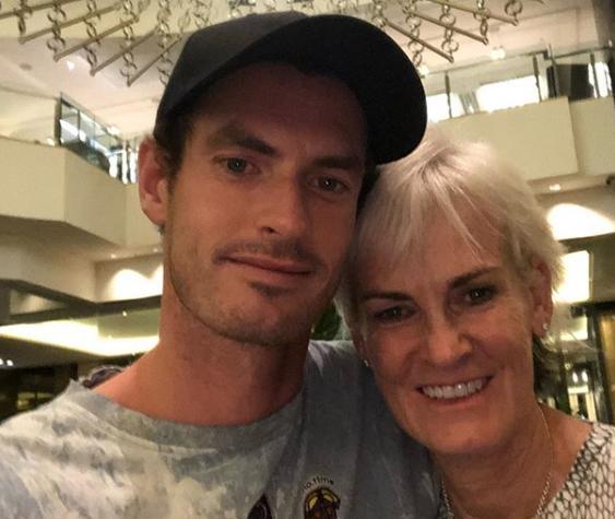 O agradecimento de Murray a Judy: «A melhor forma de me sentir melhor é ter um grande abraço da minha mãe»