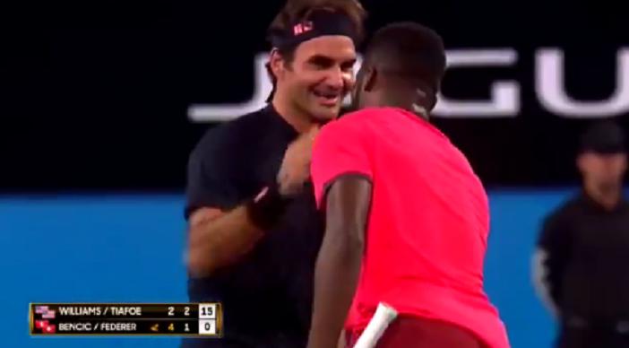 [VÍDEO] Ao boneco! Tiafoe acertou em cheio na cara de Federer