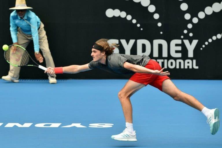 Tsitsipas é surpreendido e está eliminado em Sydney; De Minaur continua em grande e avança para as meias-finais