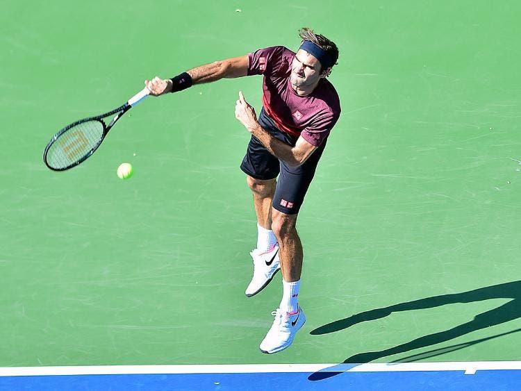 [VÍDEO] Em semana de torneio feminino, Federer já treina no Dubai