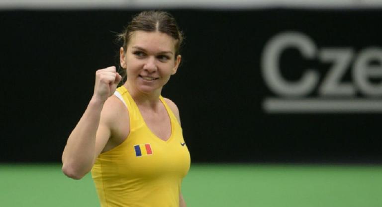 Halep derrotou Pliskova em duelo sensacional e Roménia aproxima-se da história