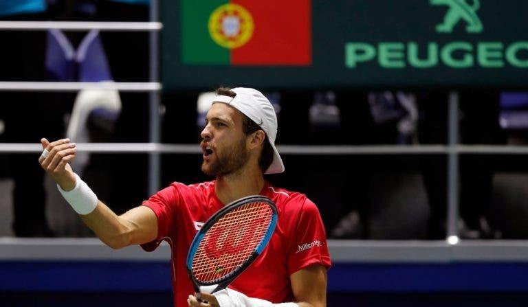 João Sousa abre em Barcelona diante do tenista com mais vitórias em terra este ano