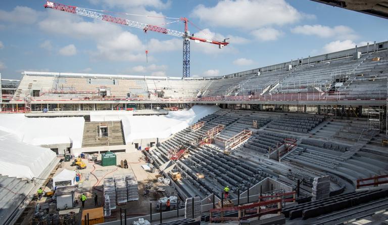 [FOTOS] Assim está o court central de Roland Garros a três meses do início