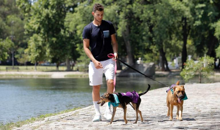 [FOTOS] Dominic Thiem foi (literalmente) passear o cão em Buenos Aires