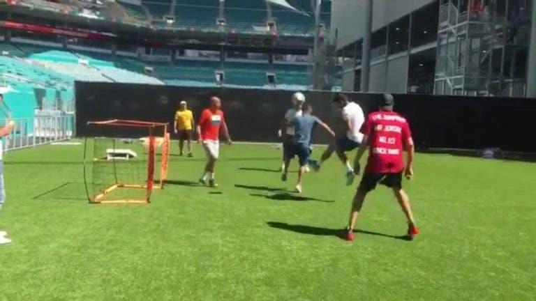 Djokovic dá uns toques no futebol e 'chama' por Cristiano Ronaldo