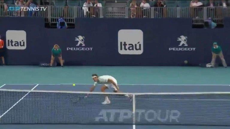 [VÍDEO] De certeza que são 37 anos? O vólei amorti de excelência de Federer frente a Shapovalov