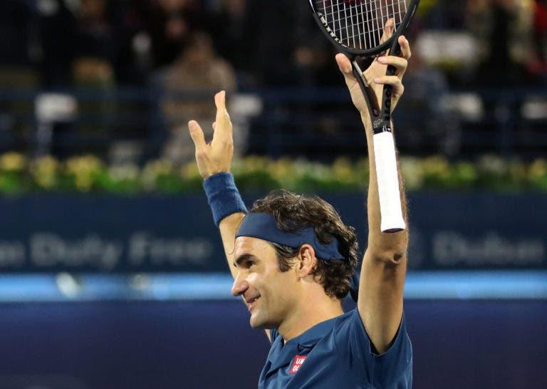 [VÍDEO] Federer brinca com Tsitsipas: «Não sei se ele era nascido quando ganhei o meu primeiro título»