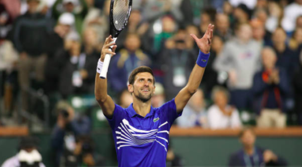 Djokovic joga o suficiente e ultrapassa Tomic rumo à terceira ronda em Miami