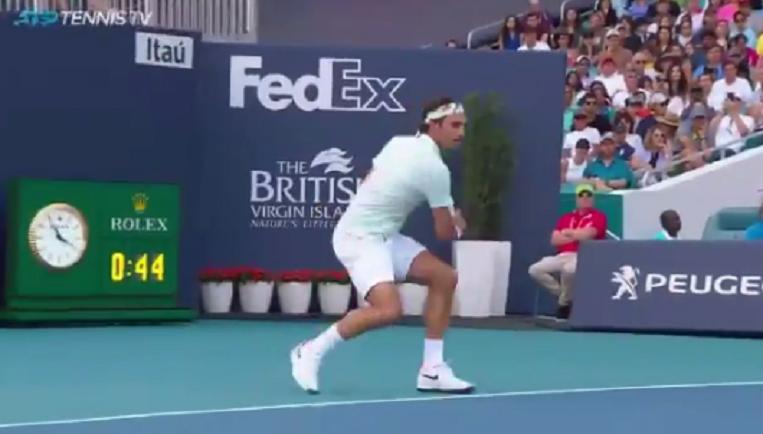 [VÍDEO] E estas mãozinhas? Federer protagoniza ponto fabuloso em Miami