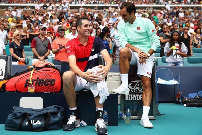 Isner rendido: «O Roger é demasiado bom, mesmo sem a lesão eu também não ia ganhar»