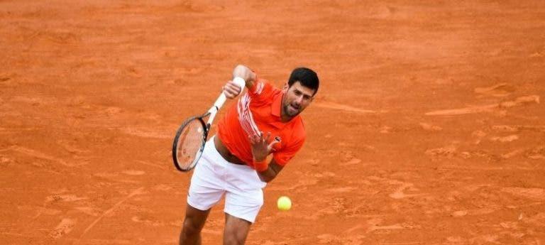 Djokovic serviu mais devagar e fugiu a questão sobre lesão: «A máquina estava avariada»