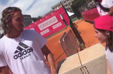 [VÍDEO] Tsitsipas dá precioso conselho a jovem fã no Estoril