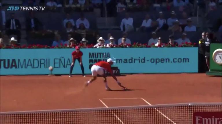 [VÍDEO] Como é que ele chegou a esta bola? Djokovic faz o (quase) impossível em Madrid