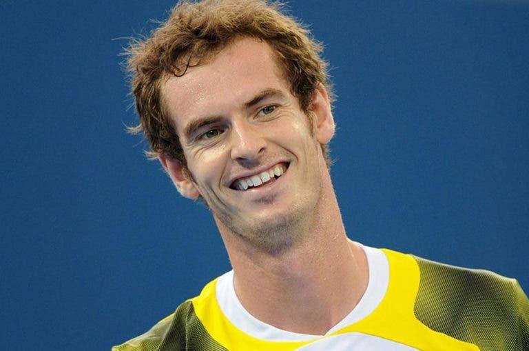 Murray exibe sorriso novo durante a Maratona de Londres