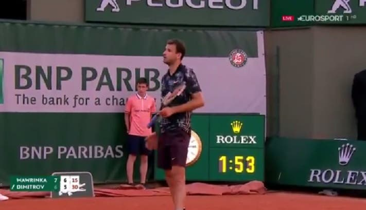 [VÍDEO] Dimitrov irrita-se com fã que lhe chama 'Baby Fed': «Pareço-te um bebé?»