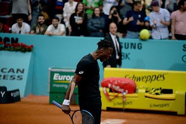 Monfils vira de set abaixo e marca encontro com Roger Federer