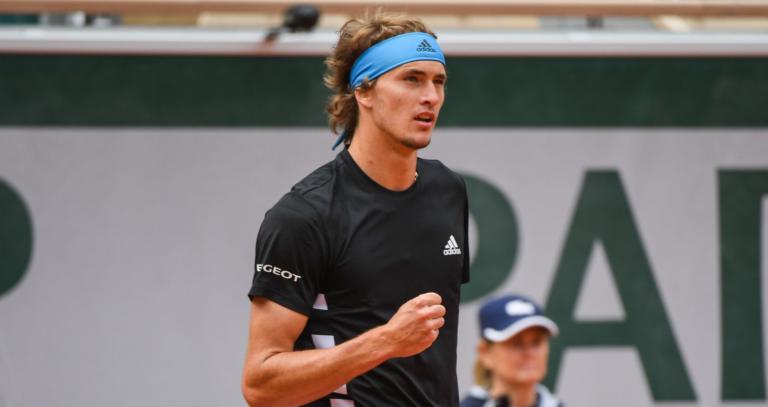 Zverev vence tranquilamente a caminho da 3.ª ronda de Roland Garros