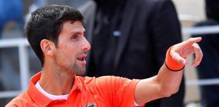 Djokovic visto a sair de Roland Garros antes de se saber que o seu encontro estava adiado