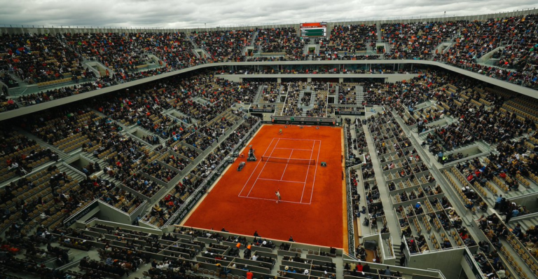 Roland Garros usou voluntários para encher Djokovic-Thiem e final feminina
