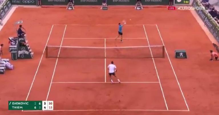 [VÍDEO] Djokovic e Thiem jogam ponto fabuloso em Roland Garros