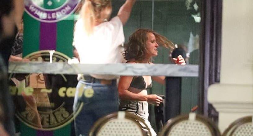 [FOTOS] Festa de Strycova pós-Wimbledon acabou em strip