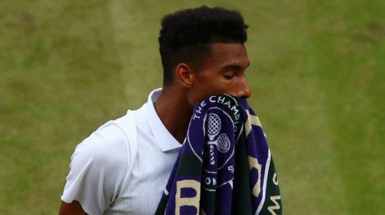 Auger Aliassime cai com estrondo na 3.ª ronda de Wimbledon