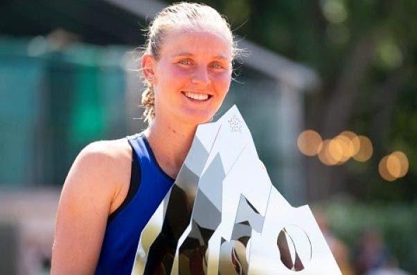 Dois torneios, o mesmo desfecho: dois talentos do ténis feminino celebram o 1.º título da carreira