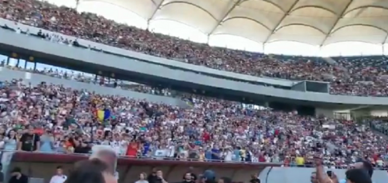 Simona Halep foi recebida por 50 mil pessoas em Bucareste