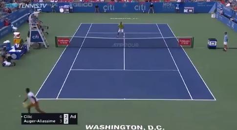 [VÍDEO] Aliassime foi eliminado mas fez um passing de esquerda… a uma mão