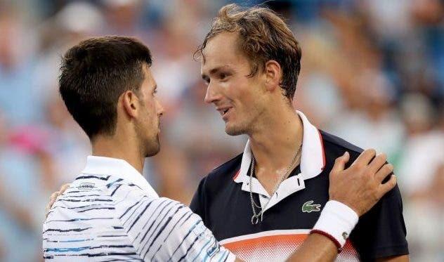 Djokovic vence tranquilo na estreia; Medvedev também