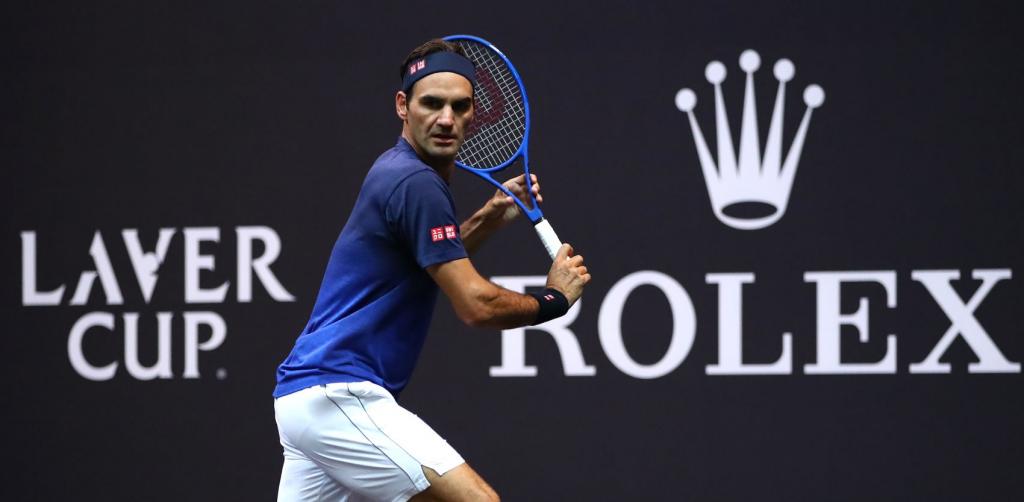 [FOTOS] Federer personaliza raqueta para a Laver Cup, onde já treina