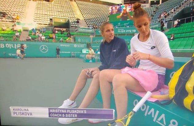 Pliskova foi ao court, vestiu a pele de treinadora… e deu conselhos à irmã gémea Kristyna