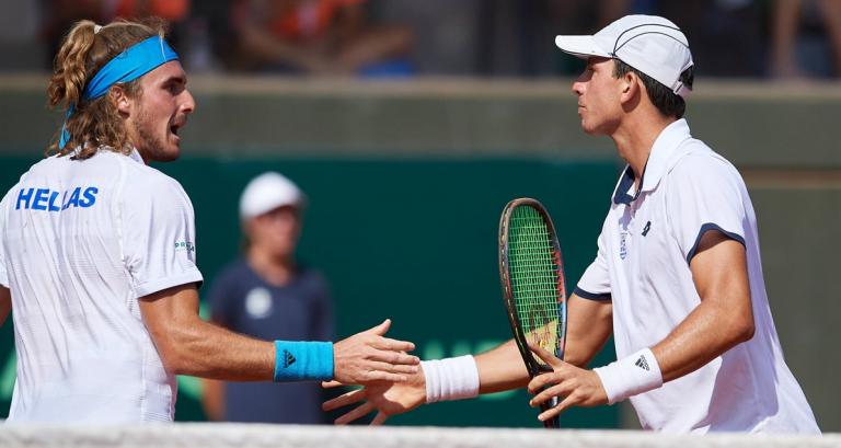 Tsitsipas explica o que pode aprender com o seu companheiro de seleção, que ocupa o 462.º posto ATP