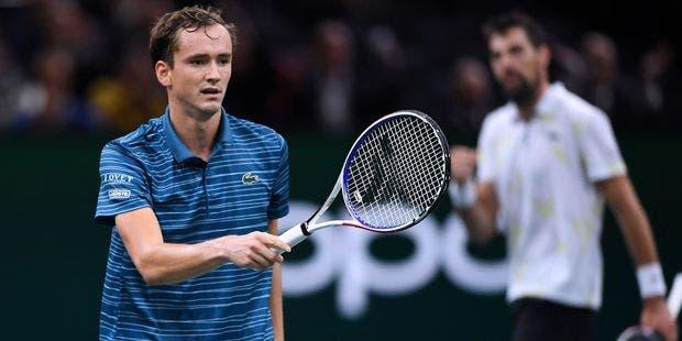 """Medvedev sonhava em igualar registo de Nadal e Djokovic em Paris… mas derrota """"estragou"""" os planos"""