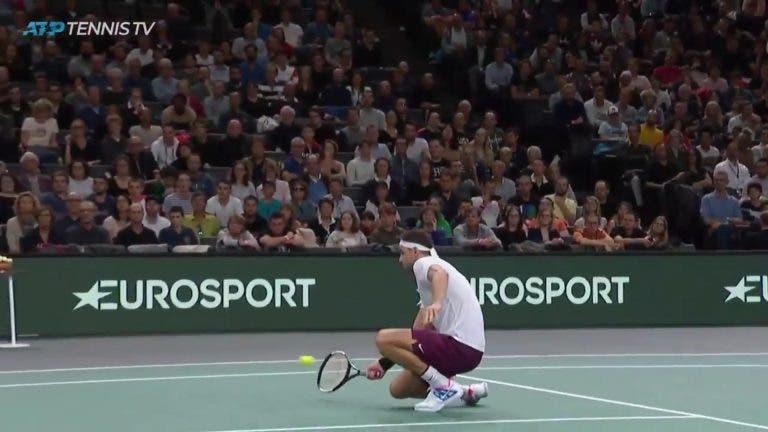 [VÍDEO] Conta, peso e medida: o impressionante volley de Dimitrov frente a Thiem em Paris