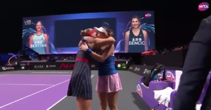 Bertens (também) desiste das WTA Finals e Bencic está nas 'meias'