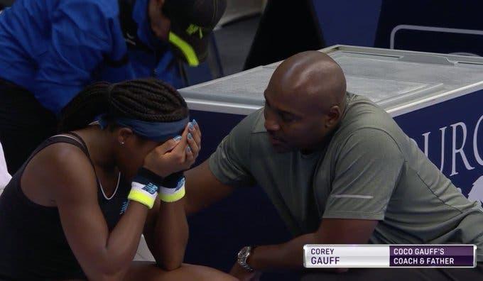 Gauff chama o pai ao court e desfaz-se em lágrimas: «Estou cansada, o que é que não entendes?»